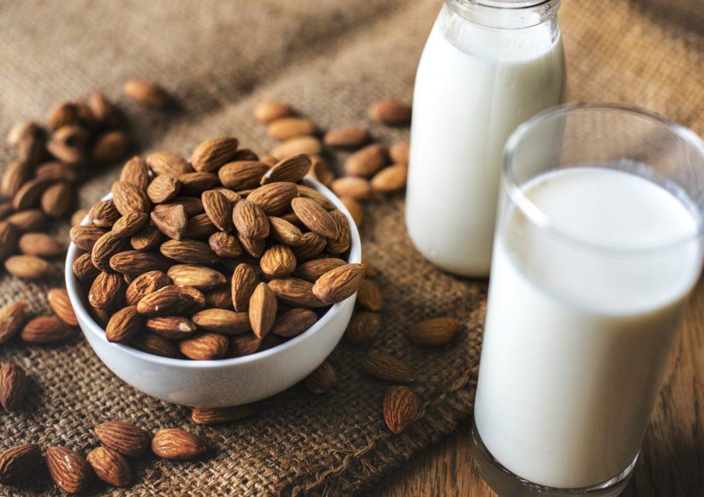 πρωτεΐνη τροφές τρόφιμα γάλα αμυγδάλου αμύγδαλα