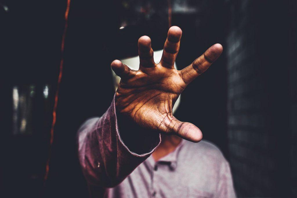 Γιάννης Αντετοκούνμπο - χέρια χέρι