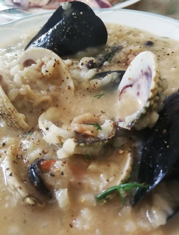 Όστρακα   ριζότο θαλασσινών με γυαλιστερές, μύδια και κυδώνια   Ριζότο με όστρακα  Συνταγή